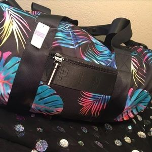 PINK Victoria s Secret Bags - PINK VS NWT TROPICAL MIDNIGHT BUNGEE POCKET  DUFFLE ee06628a76